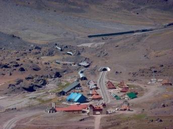 Entrada del túnel hacia Chile